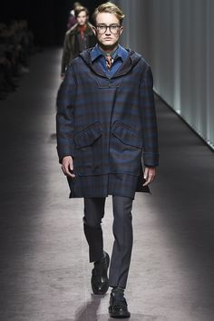 See the complete Canali Fall 2016 Menswear collection.