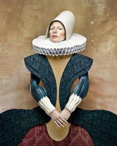 """""""Dame di Cartone"""" (Mulheres de Papelão) é o nome de um projeto artístico criado pelo brilhante fotografo Suiço-Italiano Christian Tagliavini, que traz retratos de mulheres recriando looks de famosos quadros históricos. O que o torna tão interessante, é o fato de as mulheres usarem vestidos feitos de papel e papelão ao invés de tecido.   http://sergiozeiger.tumblr.com/"""