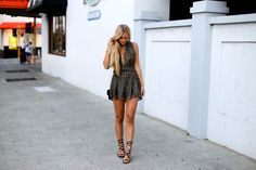 Outfit / Streetstyle - Metallic playsuit with open back