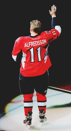 Daniel Alfredsson's last skate with the Ottawa Senators Ice Hockey Teams, Hockey Stuff, Sports Teams, Senators Ottawa, Daniel Alfredsson, American Sports, National Hockey League, Detroit Red Wings, Best Player