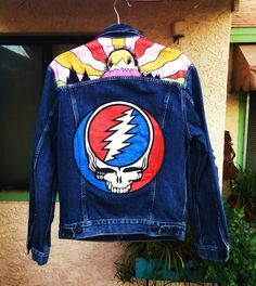 Hand painted Grateful Dead Levi's denim jacket by @bleudoor in Instagram