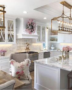 Kitchen Decor Kitchen Decor Kitchen Decor Decor Decor above cabinets Bare cabinet fronts and empty work Cheap Home Decor, Diy Home Decor, Interior Design Career, Farmhouse Kitchen Decor, Boho Kitchen, Cottage Kitchen Cabinets, Ikea Hacks, Beautiful Kitchens, Home Kitchens
