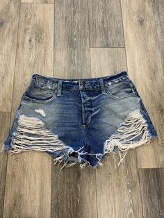 Cute Outfits With Shorts, Jean Short Outfits, Diy Shorts, Shorts Outfits Women, Summer Shorts Outfits, Modest Outfits, Girl Outfits, Diy Distressed Jeans, Diy Ripped Jeans