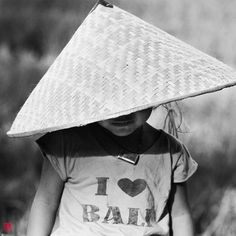 BALINESE PEOPLE | Credit to:  @patdelmotte | Website:   http://artissimo-photogal.com/category-28-bali-people?posisi=0 | From: @Artissimo | #balinese #bali #people #artissimo