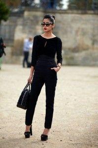 На улицах Парижа, модница в Elie Saab