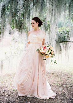 Robe de mariée colorée.