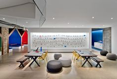 LinkedIn, the world's most popular professional social network recently opened a new office in Toronto's Eaton Centre Towers. The space was designed in a modern style by IA Interior Architects and includes: multiple collaboration ... Read More
