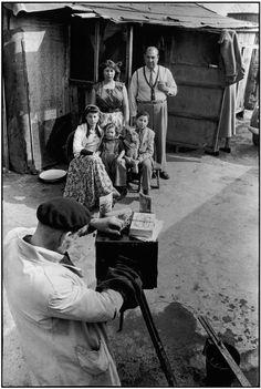 Henri Cartier-Bresson, Roms, Montreuil, France, ca. 1952-1953. © Henri Cartier-Bresson/Magnum Photos.