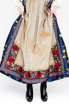 12EVA-LIE17573_web Folk Costume, Costumes, Viking S, Russian Fashion, Dressmaking, Vintage Dresses, Bohemian, Traditional, Elegant