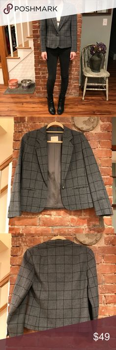 """Vintage Pendleton jacket size small Vintage gray 100% wool jacket. Size """"8"""" or small. Excellent condition. Model is size small. Make an offer :) Pendleton Jackets & Coats Blazers"""