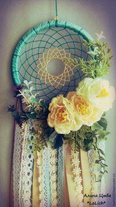 Ловец Снов ` Вloom` навсегда зафиксирует эти нежные цветочки в вашей комнате,которые будут радовать вас своей естественностью и хрупкостью)