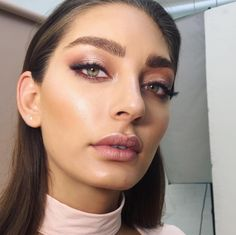 10 Night Out Makeup Ideas That Men Find Irresistible Makeup Is Life, Makeup Goals, Makeup Inspo, Makeup Inspiration, All Things Beauty, Beauty Make Up, Hair Beauty, Make Natural, Natural Glowy Makeup