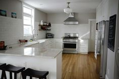 White Kitchen with No Upper Cabinets ..... http://ths.gardenweb.com/forums/load/kitchbath/msg1213513526540.html?5
