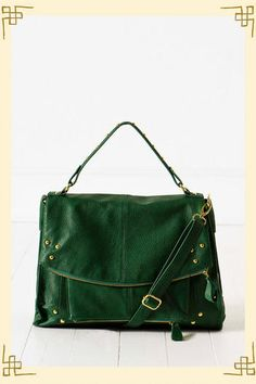 super cute purse style & the color is different.....I LIKE!