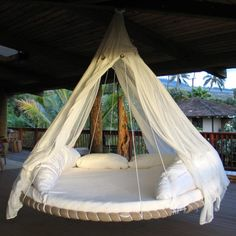 Great idea! A huge swing-bed in your garden or your porch. It seems perfect for taking a nap or just relaxing, while listening to music...