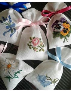 Cross Stitch Cards, Cute Cross Stitch, Cross Stitch Rose, Cross Stitch Flowers, Cross Stitch Designs, Cross Stitch Embroidery, Cross Stitch Patterns, Hand Embroidery Designs, Embroidery Patterns