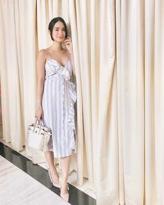 Wrap dresses are one of the most flattering and comfy summer staples in my closet. I will definitely have this breezy number on rotation. Celebrity Style Casual, Celebrity Look, Filipino Fashion, Asian Fashion, Heart Evangelista Style, Modern Filipiniana Dress, Playing Dress Up, Dress Me Up, Chic Outfits