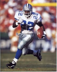 Emmitt Smith - Dallas Cowboys and the NFL's all-time leading rusher nfl jersey number 17 Dallas Cowboys History, Dallas Cowboys Players, Dallas Cowboys Football, Sport Football, School Football, Nfl History, Alabama Football, Pittsburgh Steelers, Football Players