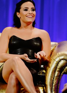 Demi Lovato on Alan Carr: Chatty Man on September 9th. The episode airs today (September 11th).
