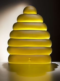 Beehive art glass cast by Dante Marioni. Wonderful ~Via Victoria Cooper Murano Glass, Fused Glass, Stained Glass, Glass Rocks, Glass Art, Vases, Kiln Formed Glass, Bullseye Glass, Cast Glass