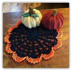 Halloween doily and pumpkins - link to free pattern.