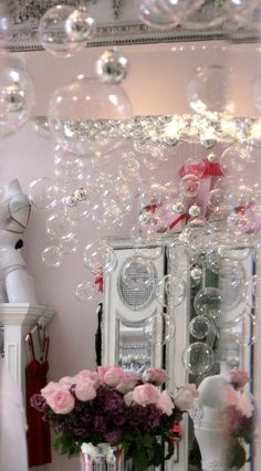 OMG I love bubbles but I don't think this will go with my Rustic Glam theme. It would be perfect for my Niece's room. DIY Champagne bubble chandelier