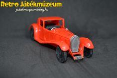 Az Estetyka adott ki egy régi műanyag autókat tartalmazó sorozatot, aminek az egyik darabja ez a Bugatti volt, ami itt csak a Bugatti 1930 nevet kapta.