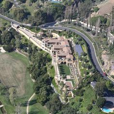 Astounding photos show one of the massive, eco-friendly compounds where Tesla CEO Elon Musk lives. Celebrity Mansions, Celebrity Houses, Mega Mansions, Mansions Homes, Billionaire Homes, Florida Mansion, Summer Dream, City Photo, House Plans