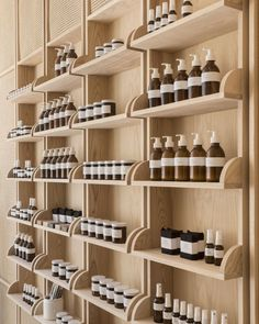O'Sullivan Skoufoglou pairs wooden cabinets with peach hues for RÖ Skin shop Cane, travertine and ash wood all feature inside this warm-toned skincare store, built by O'Sullivan Skoufoglou Architects Deco Spa, Retail Shelving, Shop Shelving, Retail Store Design, Retail Shop, Retail Displays, Shop Displays, Merchandising Displays, Window Displays
