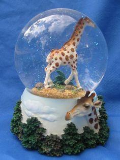 Giraffe musical snow globe