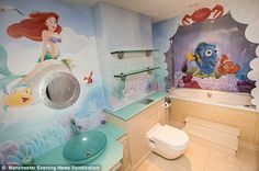 Finding Nemo Little Mermaid Bathroom (550×365)
