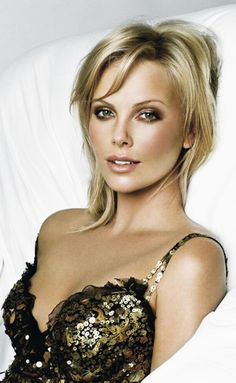 Great makeup/look (Charlize Theron)