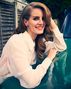 Lana Del Rey. Want her hair so badly!