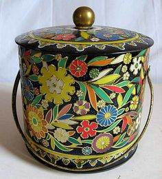 1960's vintage mod flower design tin, made in England. So decorative and fun! (source, Etsy kelleystreetvintage's shop) - I remember that they had, on the underside of the lid, a small tin that had something inside it to stop the biscuits from getting damp!
