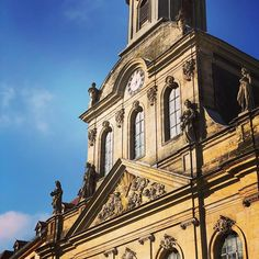 Die Spitalkirche in der Bayreuther Innenstadt gehört zu den #Markgrafenkirchen der Region.  The Spitalkirche (hospital church) in the centre of Bayreuth is one of the margravial churches of the region. : @urmelchen  #kirche #church #lieblingsstadt0921 #bayreuth #bestcitybreaks #culture #weltderwilhelmine #markgrafenkultur #travel #wochenendtrip #picoftheday #pictureoftheday #igersfranconia #igersbayreuth #pilgrimage #14cities #visitfranconia #visitgermany #bavaria #bayern #travelcultured…