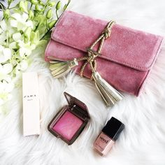Date night essentials   @nikkiwilliamsco Marnie clutch in dusty pink suede | @zaraaus perfume (scent is called Fruity) | @hourglasscosmetics Ambient Lighting Blush | @seedheritage nail polish . . . #everydaystyle #accessoryoftheday #outfit #potd #brisbaneblogger #dailylook #fashionista #fashiondiaries #fblogger #fashionblogger #ootd #bblogger #instafashion #style #fashion #lookbook #bbloggerau #pink #flatlay #whatiwore #australianfashion #brisbanefashion #stylist  #30plusstyle #instaoutfit…