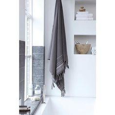 Leuk merk: The house of Walra - Stijl Habitat - Bathroom Toilets, Bathroom Hooks, Interior And Exterior, Interior Design, Scandinavian Bathroom, Nordic Design, House 2, Bathroom Inspiration, Blanket