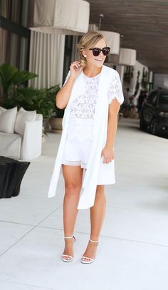 White Lace x White Organza | TOUS Brunch – Living In Color Print