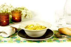 Cómo hacer patatas con bacalao en Crock Pot o slow cooker. Receta paso a paso. Descubre este y otros guisos de patatas cocinados en olla de cocción lenta.