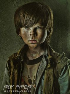 A re-edited Walking Dead promo photo featuring Rick, incorporating a combined caricature and paint Filter effect. The Walking Dead: Carl: Caricature Filter Re-Edit Walking Dead Series, Walking Dead Zombies, Fear The Walking Dead, Cartoon Faces, Funny Faces, Resident Evil Collection, Chandler Riggs, Young Celebrities, Caricature Drawing