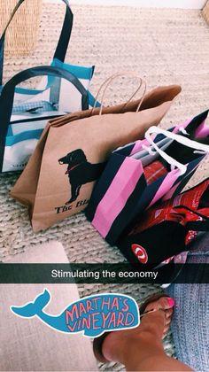 Después de una larga semana nos merecemos un regalillo..... nos vamos de compras con PIPA!!! VIERNES