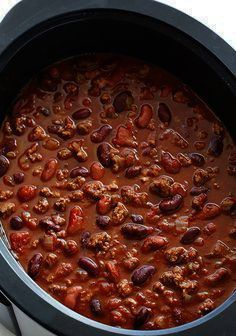 My favorite recipe for classic slow cooker chili. It's super easy to make, and perfect for game days, cold nights, and any time the chili craving hits. Slow Cooker Chili, Crock Pot Slow Cooker, Slow Cooker Recipes, Crock Pot Chili, Vegetarian Chili Crock Pot, Meatless Chili, Chilli Recipes, Beef Recipes, Soup Recipes