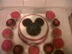 a mickey mouse style for my son, i thought it was a bit small for my liking and didnt have time before his birthday to make another so i make a few different cupcakes to add to it, my son is a cupcake king lol