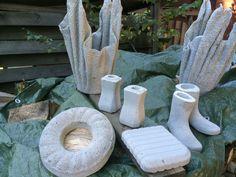 Betoniaskartelu on nyt käsitöiden suosituin muotijuttu. Netti pursuilee ihania kuvia betonista tehdyistä ruukuista, kynttilänjaloista ja esineistä....