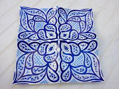 Prato de inspiração marroquina pintado a mão