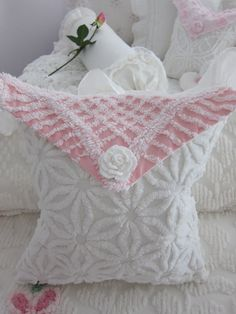 ♥ chenille.  Beautiful pillow love to have it
