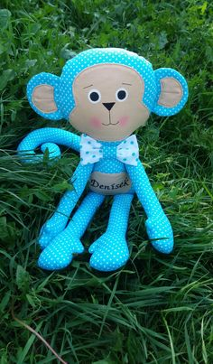 Veselá opička 😊 Tvárička je maľovaná farbami na textil.. Ručičky sú prišité gombičkami.. Opička je vysoká cca 47 cm..