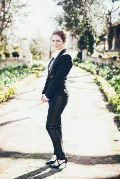 33 Stylish Groomswoman Outfit Ideas   HappyWedd.com