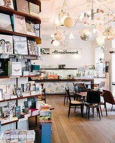 Restaurant Design, Restaurant Bar, Hipster Cafe, Library Cafe, Library Ideas, Vienna Waits For You, Waffle Shop, Cool Retail, Café Design