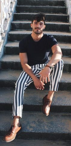 5 Trendy Printed Pant looks Men Should Try Out This Season Printed Pants for Men - trousers Mode Masculine, Masculine Style, Moda Fashion, Trendy Fashion, Vintage Men's Fashion, Fashion Black, Style Fashion, Trendy Clothing, Clothing Ideas
